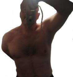070 gespierd of bodybuildertype gezocht om mee te stoeien / worstelen