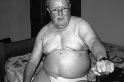 gehandigcapte  onderdanig bi man van 80j zoek oude meester die bi man keurt en aanpakt op lichte bdsm sm